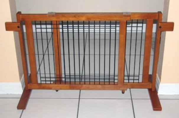 "Large Free Standing Pet Gate, (40.6"" - 75.5"")"